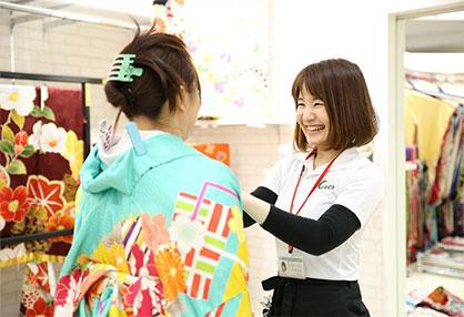 成人式当日のヘアスタイル・着付・メイク・ネイルまでサポート