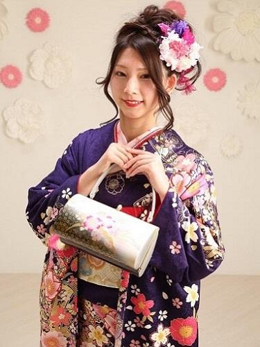 鮮やかなネイビ-色もキレイ!桜のモダンの柄がとても素敵な一枚です。